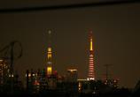 同じ高さの東京タワーとスカイツリー