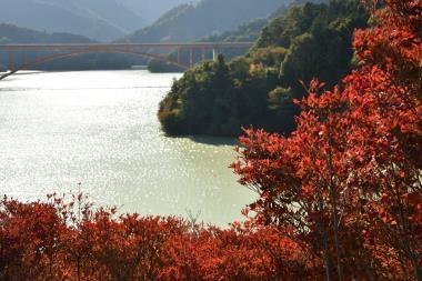 虹の大橋と宮ケ瀬湖