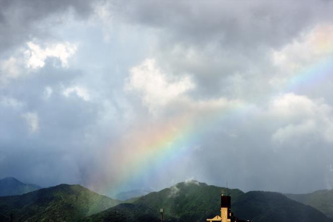 もう少しで虹が捕まえそう?