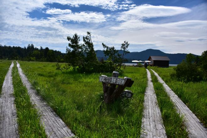 右奥に見えるのが新築された沼尻小屋 ☆SIS_8502R.JPG