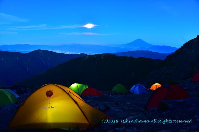 テント場の夕景