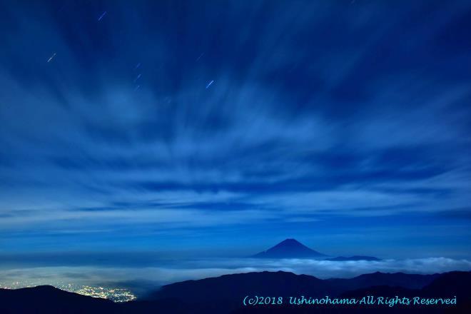 丑四刻の富士山