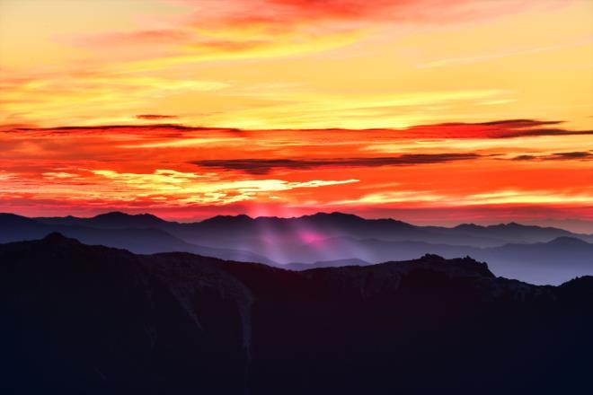 雲間からの日の出