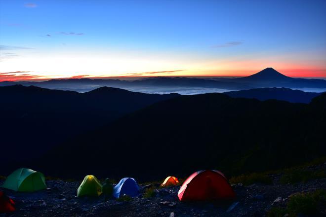 夜明け前のテント場